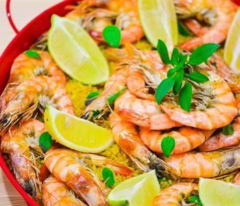 تعملي طريقة عمل طاجن الجمبري في الفرن Shrimp And Rice Saffron Rice Shrimp Saffron Rice