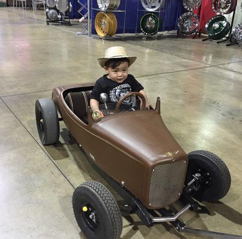 *( ͡ ͡° ͜ ͡ ͡°  )*       Awesome pedal car at the Grand National Roadster Show 2015