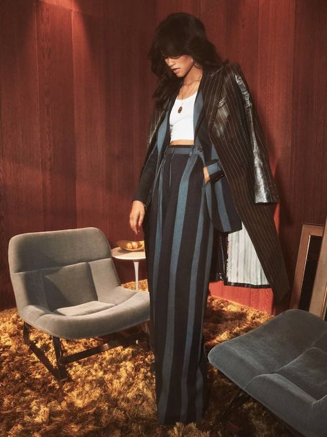 Today, Tommy Hilfiger gave us a first look at its Spring 2019 Womenswear Collection, co-designed by actress and global ambassador for the brand, Zendaya. The full collection will be shown on March during Paris Fashion week. Mode Zendaya, Zendaya Outfits, Zendaya Style, Zendaya Fashion, 70s Fashion, High Fashion, Fashion Looks, Fashion Outfits, Spring Summer