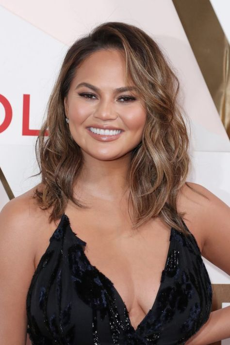 Hairstyles For Round Faces Chrissy Teigen