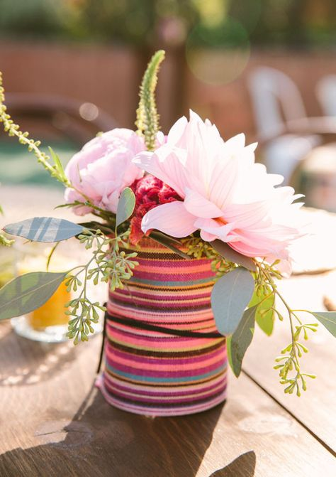 Colorful California wedding | Florals: Honey and Poppies | Photo: Jen Emerling