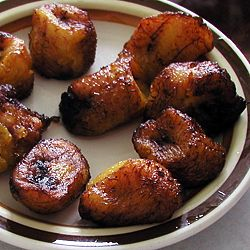 How to make Fried Sweet Plantains. Note: Use less oil. Do not roll the plantain in sugar before you fry it. It will burn and create a smokey fog in your entire house. Use medium heat.