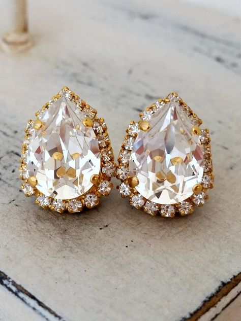 #weddings #jewelry #earrings #bridesmaidgift #bridalearrings #vintageearrings #bridesmaidsearrings #swarovskiearrings #sparklyearrings #golddangleearrings #dropearrings #teardropearrings #crystalearrings #weddingjewelry #clearcrystal