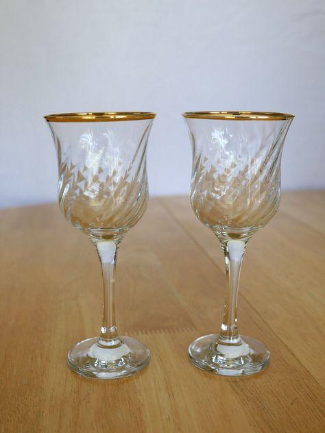 Wine Gles Clear Gold Trim Stem