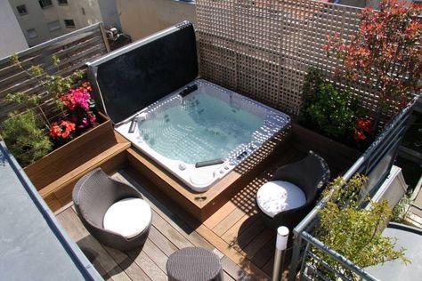 eingebauter Outdoor-Whirlpool in der Terrasse mit Sichtschutz - outdoor whirlpool garten spass bilder