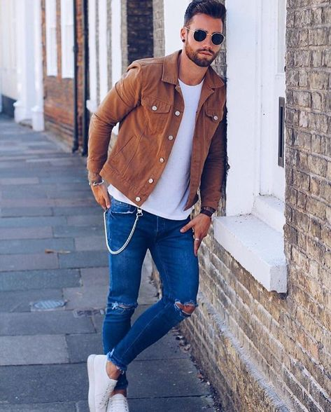 How to wear a brown denim jacket in summer for men looks