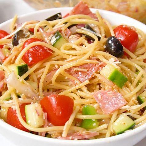 Summer Italian Spaghetti Salad Recipe is a spaghetti salad with fresh veggies and Italian dressing. #salad #italianrecipes #pasta #spaghetti #spaghettisalad #italianspaghettisalad #pastasalad #easymeals #quickdinner #reluctantentertainer