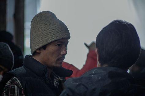 稲垣吾郎が人生半ばの炭焼き職人を演じる──映画『半世界』密着レポート 映画(ムービー) GQ JAPAN