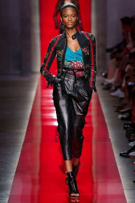 Spring 2020 Ready-to-Wear Fashion Show Collection: See the complete Spring 2020 Ready-to-Wear collection. Look 41