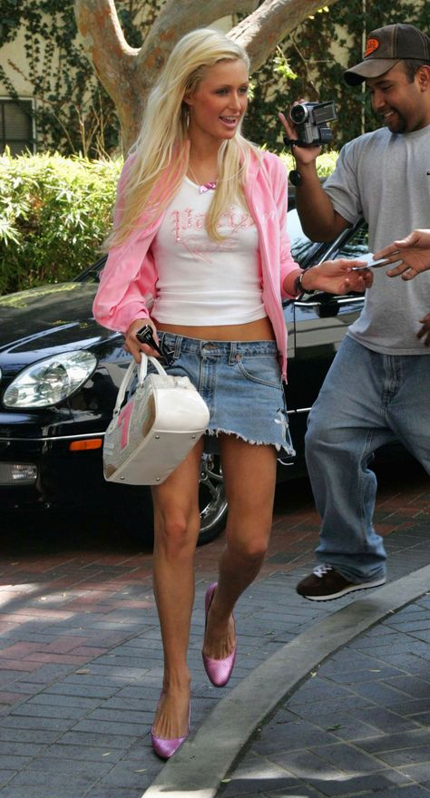 Paris Hilton Style: The Ultimate Guide - College Fashion Paris Hilton style: Paris wears