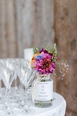 Berghochzeit Almhochzeit Im Bayerischen Wald Diy Deko Und Wiesenblumen In Rustikaler Location Veronika Anna Fotograf Berghochzeit Hochzeit Hochzeitsfeier