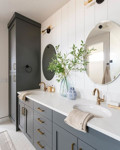 1 or 2 Which master bath is your pick? Tell us why in the commentYou can find Master bathrooms and more on our or 2 Which master . Master Bathroom Shower, Bathroom Renos, Family Bathroom, Master Bathrooms, Bad Inspiration, Bathroom Inspiration, Bathroom Inspo, Bathroom Ideas, Bathroom Styling