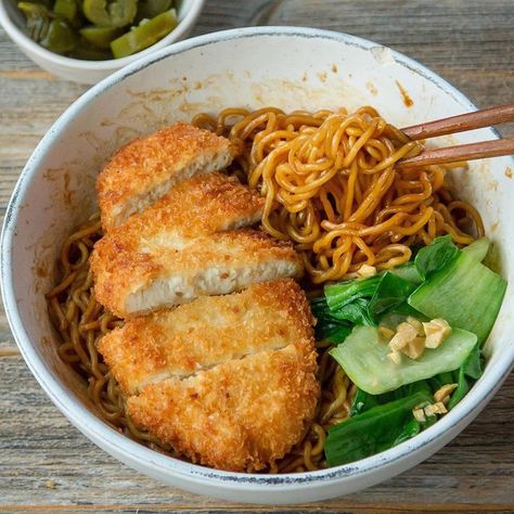 Tofu Katsu noodles bowl – a crunchy & satisfying meal. Tofu Katsu is very versat… Think Food, I Love Food, Good Food, Yummy Food, Delicious Healthy Food, Tasty, Yummy Lunch, Food Goals, Aesthetic Food