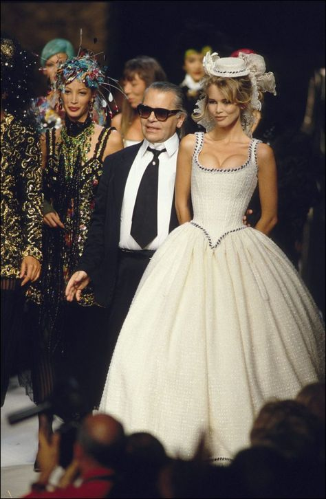 Fashion haute -couture automn -winter in Paris, France in July, 1992 - Chanel, Karl Lagerfeld and Claudia Schiffer. Get premium, high resolution news photos at Getty Images