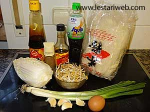 Fried Rice Noodles Recipe From Indonesia Recipe Rice Noodle Recipes Rice Noodles Noodle Recipes