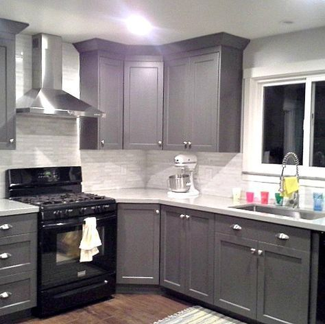 Grey Cabinets Black Appliances Silver Hardware Full Tile Backsplash Really Good Examp Kitchen Renovation Kitchen Cabinet Design Black Appliances Kitchen