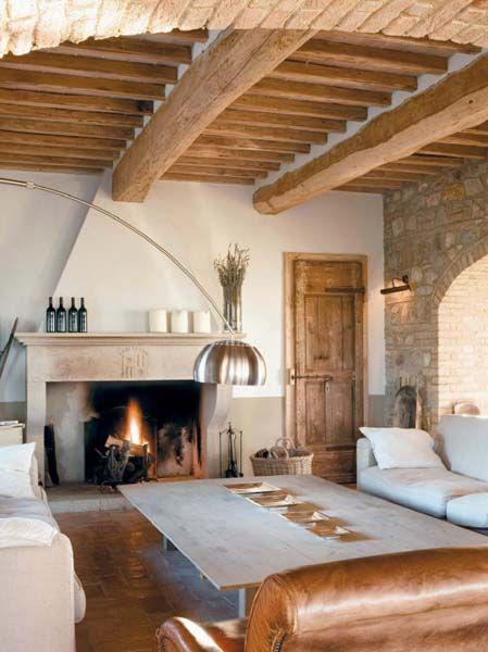 Il soggiorno del casale saloni rustici arredamento for Divano in spagnolo