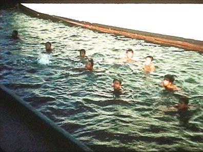 Kids-diving-for-money.jpg (396×297)