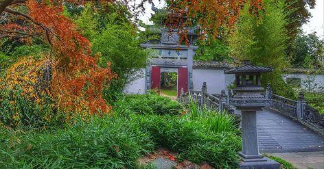 Reopened Chinese Garden With The Reconstructed Beautiful Wooden Chinese Temple Which Was Burnt Down By B Japanischer Garten Chinesischer Garten Formaler Garten