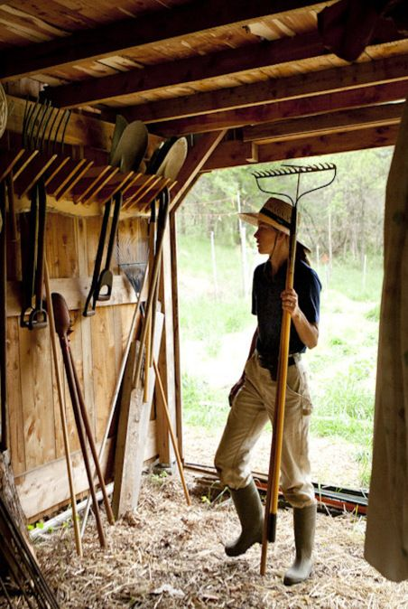 farm life chores Step back in time to experience farm life in the 1890s at kline creek farm in west chicago see domestic animals, witness chores and take in seasonal events.