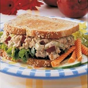 Tuna Salad Sandwich Take half a can of chunk light tuna in water, drain it and place the tuna in a bowl. Add two tablespoons of plain yogurt. Chop up one teaspoon of celery and one teaspoon of onion. Mix it all together.