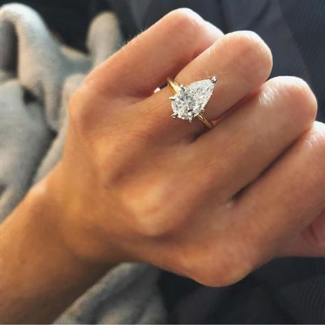 Classic Engagement Rings, Engagement Ring Styles, Engagement Ring Settings, Different Engagement Rings, Morganite Engagement, Rose Gold Engagement Ring, Diamond Wedding Bands, Halo Engagement, Pear Shaped Engagement Rings