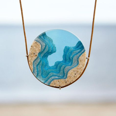 The Abyss - Beach Halskette mit rundem Anhänger, handgefertigt. You are in the right place about Epoxy Resin Crafts projects Here we offer you the most b