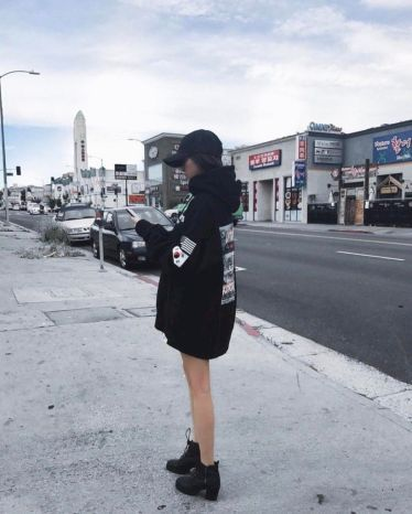 47 Adorable Ways To Wear Oversized Hoodie Street Style