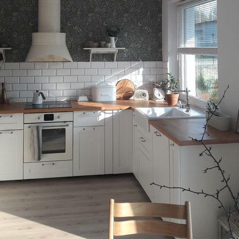 Tapeta w kuchni. #décor #décoration #decorationideas #decorations #decorhome #decorideas #homedecor #inspiration #kitchen #kitchendecor #kitchendesign #kitcheninspiration #kuchni #l4l #tapeta