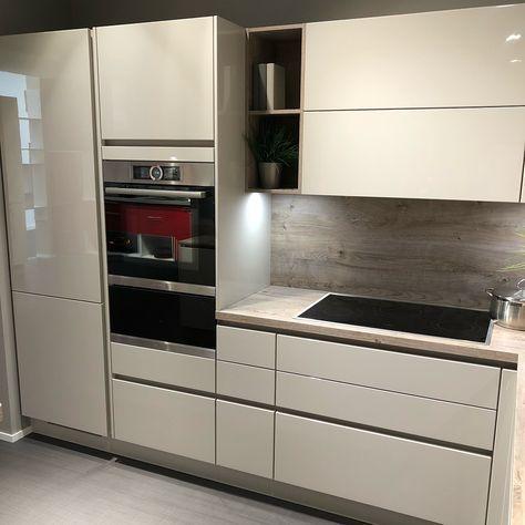 Unser Model Lux In Sand Hochglanz Lackiert Kuchen Kuchenpartner Einbau Modern Kitchen Cabinets Kitchen Gallery Kitchen Cabinets