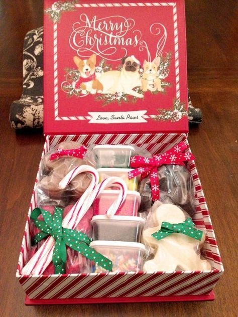 Holiday Cookie Decorating Box - Perfect DIY Holiday Activity and Gift - Easy and thrifty Christmas gift – a homemade christmas cookie decorating gift basket! Christmas Cookies Kids, Cheap Christmas Gifts, Homemade Christmas, Kids Christmas, Holiday Gifts, Christmas Cookie Boxes, Holiday Cookies, Christmas Eve Box Ideas Kids, Christmas Cookies Packaging