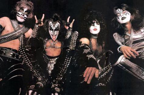 Kiss 1977 Kiss World Vintage Kiss Kiss Me Love