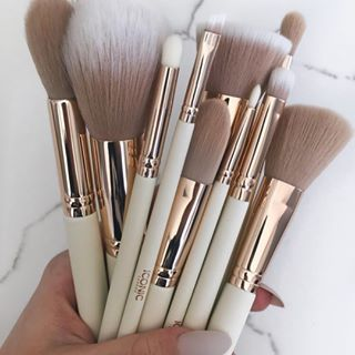 9652fa451a36 iconic.london •Bloggers choice brush set 💕 Thank you so much ...