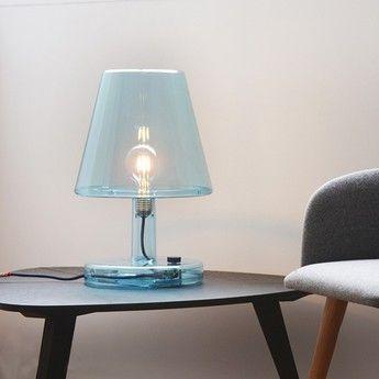 Concue Par Le Designer Alex Bergman Pour La Maison D Edition Fatboy La Lampe A Poser Trans Parents Attire L At Luminaire Design Luminaire Bleu Lampe De Bureau