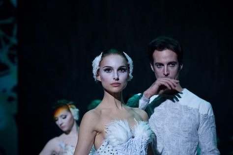 Natalie Portman in the movie 'Black Swan'  Black Swan Movie, Black Swan 2010, Adult Mickey Mouse Costume, Frozen Costume Adult, Black Swan Makeup, Couple Halloween Costumes For Adults, Couple Costumes, Disney Costumes, Adult Costumes
