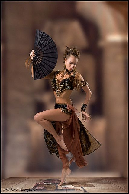 20 Super Ideas For Belly Dancing Poses Dancers Shall We Dance, Just Dance, Tribal Belly Dance, Dance Poses, Mädchen In Bikinis, Belly Dance Costumes, Belly Dancers, Dance Photography, Dance Outfits