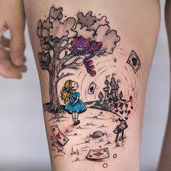 Arte Da Alice No Pais Das Maravilhas Tatuada Na Perna Da Beatriz