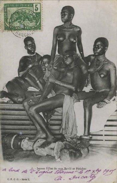Anonyme Jeunes filles Bavili (Congo) ou [Les Demoiselles d'Avignon]. Carte postale en phototypie imprimée à Nancy par A. B. et Cie, avant 1906. Source d'inspiration présumée de Pablo Picasso pour le célèbre… - Beaussant Lefèvre - 25/03/2015