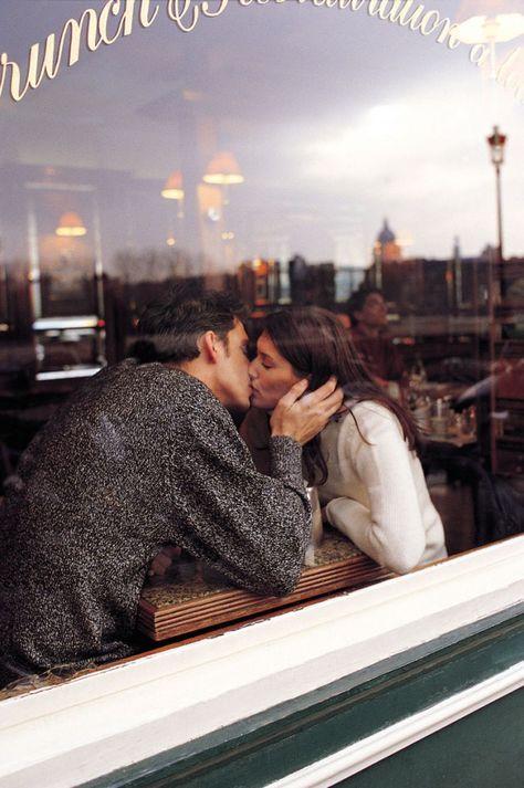 cafe romance   love   couple goals   kiss   urban romance   Fitz & Huxley   www.fitzandhuxley.com
