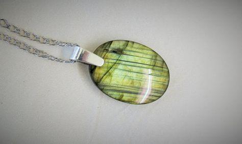 Labradorite verte spectrolite pendentif ovale flashs par Bijoubicou