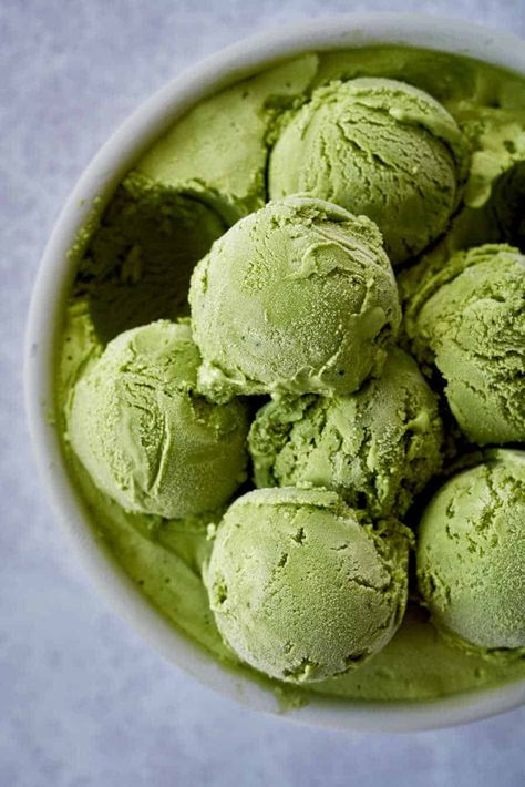 The best matcha green tea ice cream with step by step photo instructions and answers to all your matcha questions. This easy matcha green tea ice cream will be your new favorite way to caffeinate. Matcha Ice Cream, Green Tea Ice Cream, Matcha Green Tea, Best Ice Cream, Cookies Healthy, Cream Brulee, Best Matcha, Mantecaditos, Best Green Tea