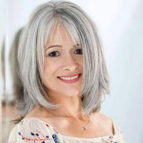 Pin di Guendalina Vi su capelli bianchi  c439fdfffe50