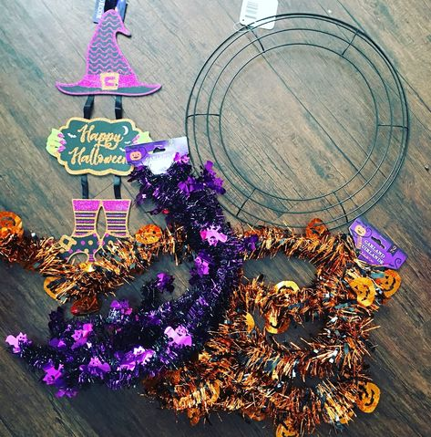 This cheap and easy Halloween wreath craft project will have your house feeling festive on a budget. Dollar Tree Halloween Decor, Halloween Mesh Wreaths, Halloween Arts And Crafts, Dollar Tree Fall, Dollar Tree Christmas, Halloween Garland, Dollar Store Halloween, Dollar Tree Crafts, Diy Halloween Decorations