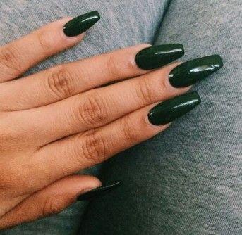 Poia Xrwmata Nyxiwn Einai Fetos To Kalokairi Sth Moda Green Acrylic Nails Squoval Acrylic Nails Green Nails