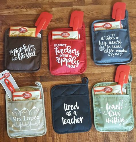 great potholders designs for holiday gifts! for teachers, friends or family! different designs and different colors to choose from potholder only or cookie mix and spatula can be added for additional pricing
