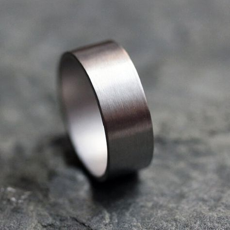 Pure Iridium Ring Iridium ring is one of the popular rings in the United States as an alternative to the male wedding ring. With code Ir, iridium rings are similar sterling silver with its natural shine on wedding rings. Usually in the form of a plain without accessories or certain people also add a particular