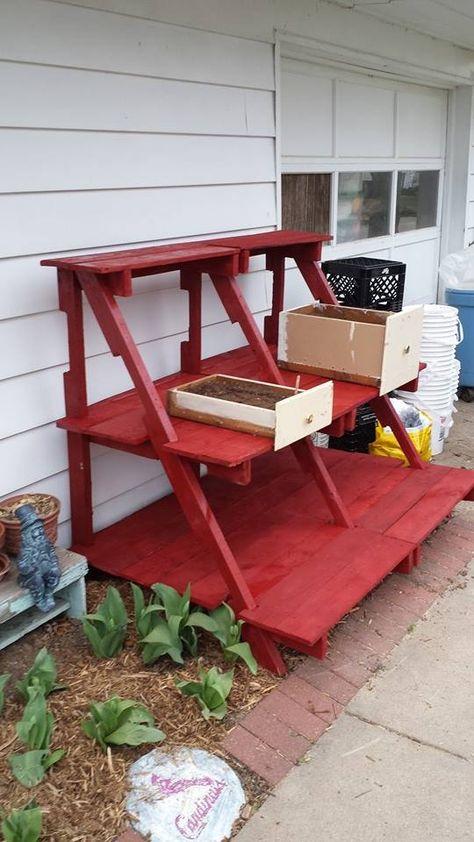 A pallet plant stand! #PalletPlantStand, #PalletStand