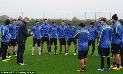 Arsene Wenger Has A Talk With The Gunners During Training