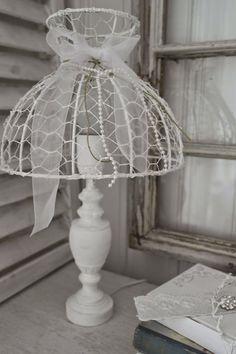 Chicken wire lampshade pinteres diy alambre de pollo artesanas que le fascinar chicken wire craftslampshadescraft keyboard keysfo Choice Image