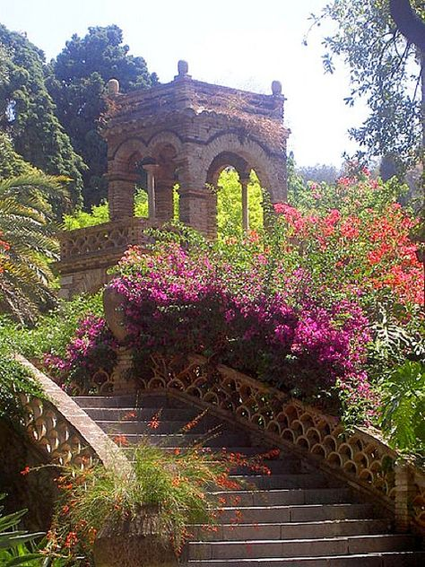 Garden Gazebo - Public Gardens of Taormina, Sicily Beautiful World, Beautiful Gardens, Beautiful Places, Amazing Places, Beautiful Flowers, Places To Travel, Places To See, Magic Places, Garden Gazebo